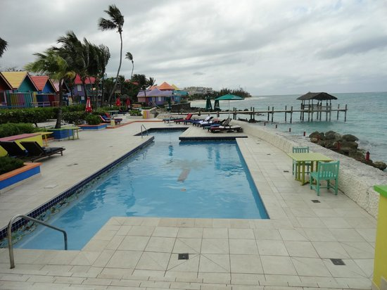 Compass Point Beach Resort : Pool area from Restaurant