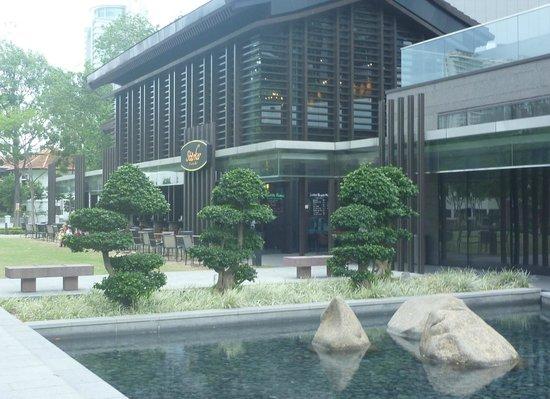 ibis Singapore Novena: Restaurant over the road from Ibis Novena