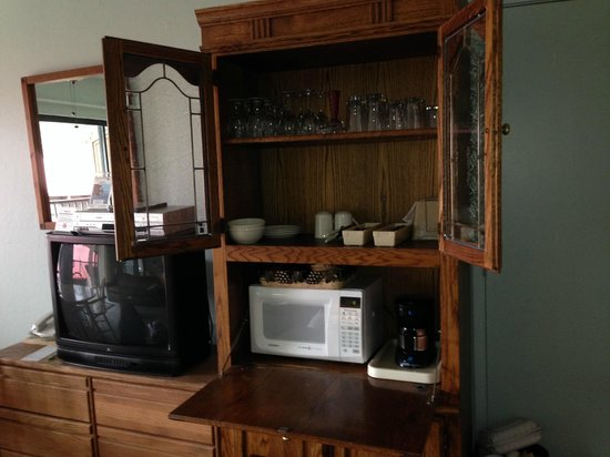 Donner Lake Village: Kitchenette hutch