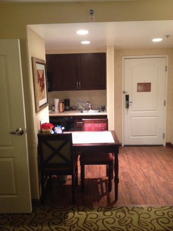 Homewood Suites by Hilton Las Vegas Airport: View of the kitchen/ 1 Bedroom Suite