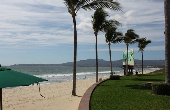 Villa La Estancia Beach Resort & Spa Riviera Nayarit: On the bay with a nice walk to quaint Bucerias