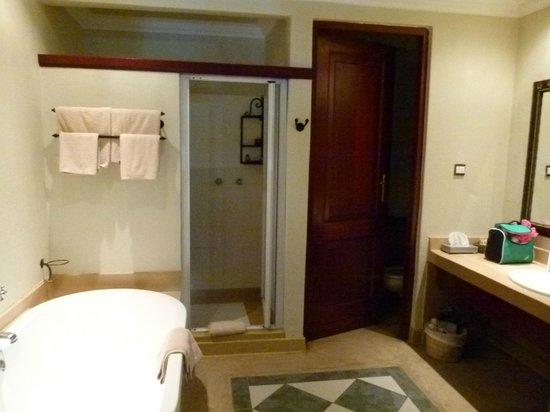 Chobe Safari Lodge: Safari Room bathroom