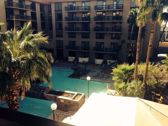 Holiday Inn Phoenix - Mesa/Chandler: Room with a pool view.