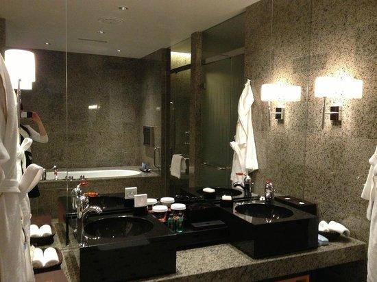 Mandarin Oriental, Tokyo : bath room