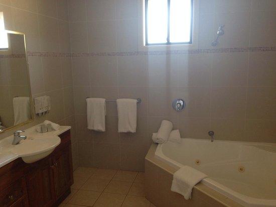 Potters Hotel & Brewery: Bathroom