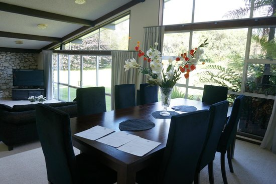 Reflection Lodge : dining room with the view