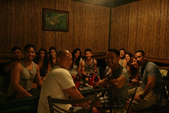 Coconuts Restaurant & Bar: fun crowd!