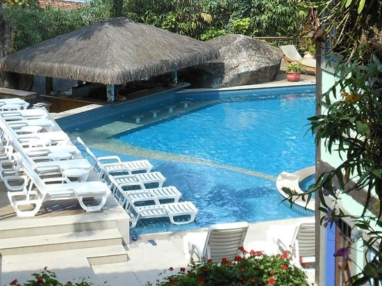 Porto Pacuiba Hotel: Excelente piscina com vista para a Praia do Viana