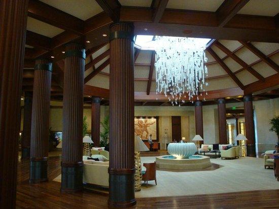 St. Regis Princeville Resort: Hotel Lobby