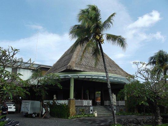 Abi Bali Resort & Villa: Abi Bali front entrance