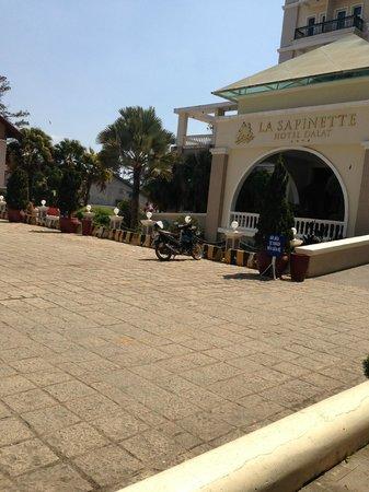 La Sapinette Hotel Dalat: from outside