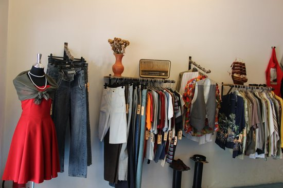 Color Vintage Clothing Shop