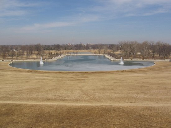 St. Louis Fun Trolley Tours: Art Hill  (In the winter, hundreds of people come to sled down this hill when it snows.)