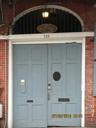 Biscuit Palace Guest House : Front Door