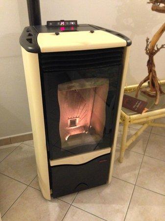 B&B Rotta per Tavolara: 寒い日の暖炉