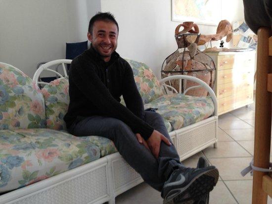 B&B Rotta per Tavolara: オーナーのアレキサンドロ