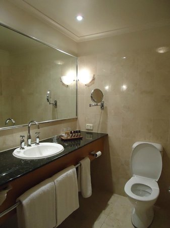 The Playford - MGallery by Sofitel: Good sized bathroom