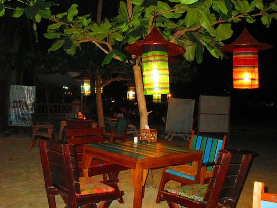 Longtail Beach Resort : outdoor table on beach at night