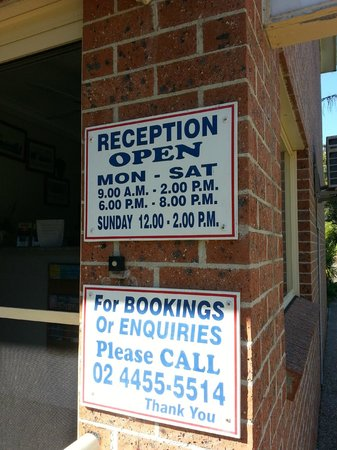 Mollymook's Paradise Haven Apartment Motel: Opening hours