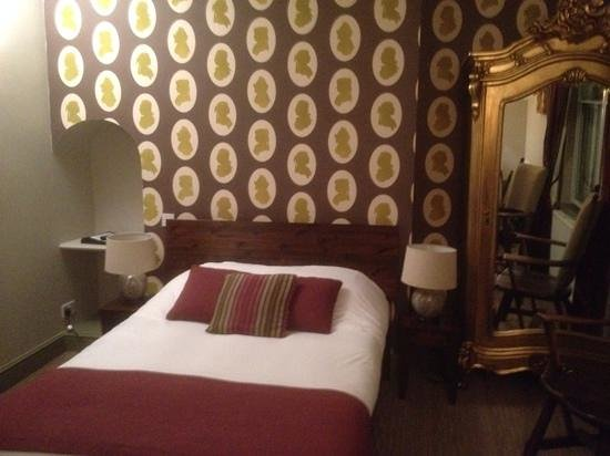 The Kings Arms Hotel: bedroom