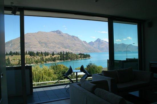Pounamu Apartments: Room from balcony