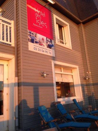 Hotel Restaurant des Isles: Hotel des Isles en fin de soirée printanière
