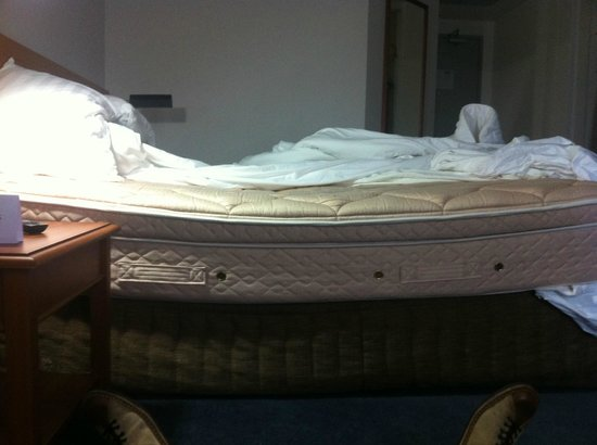 Rydges Bankstown : a very saggy bed