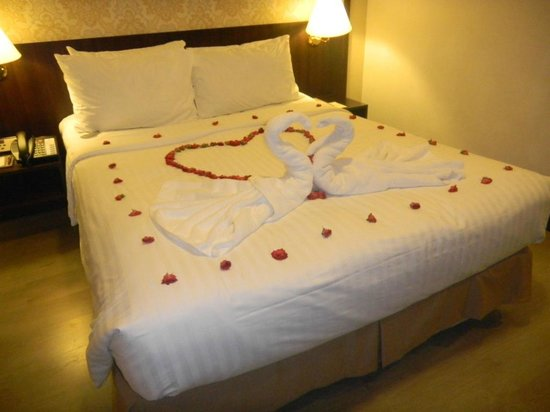 Village Hotel Albert Court by Far East Hospitality: Premium Decorated Room for couples