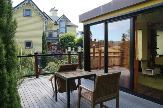 2 on 2 : Deck and vegetable garden