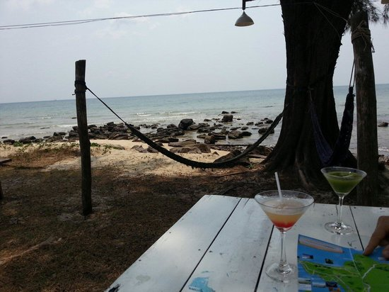 Bo Resort: Cocktails on the beach