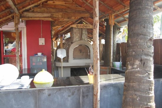 Cloud Street Cafe: hand-made wood-oven...