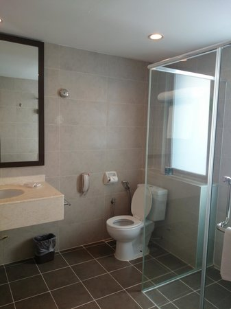 Furama Bukit Bintang : bathroom