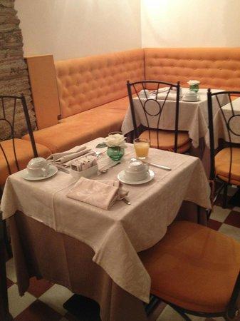 Boutique Hotel Trevi: salle du petit déjeuner