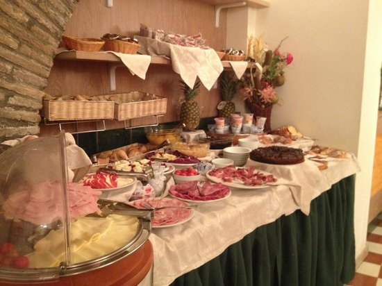 Boutique Hotel Trevi: vue du buffet du petit déjeuner