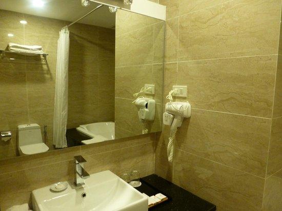 Hanoi Larosa Hotel : Salle de bain