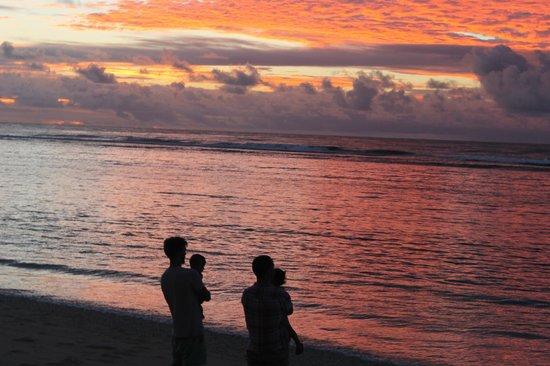 Ha'atafu Beach Resort: SUnset