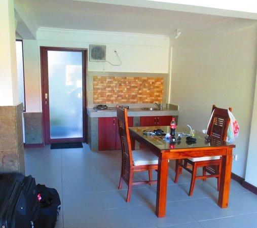 La House : Dinning/Kitchenette area