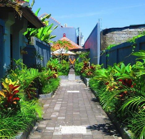 La House : Hotel entrance