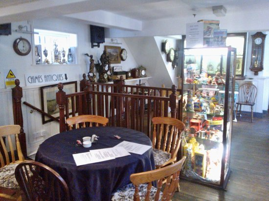 Chimes Cafe: Interior