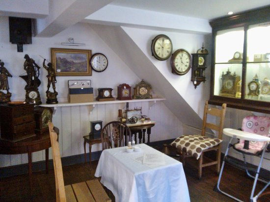 Chimes Cafe: Clocks in Chimes