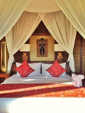 WakaGangga: My bed with most furniture from Bali