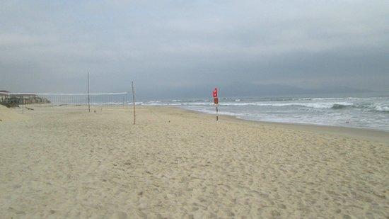 Non Nuoc Beach : Scene looking northeast