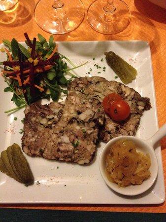 Le Castelet : Entrée du menu à 20€ : terrine de volaille, délicieuse, tout simplement.