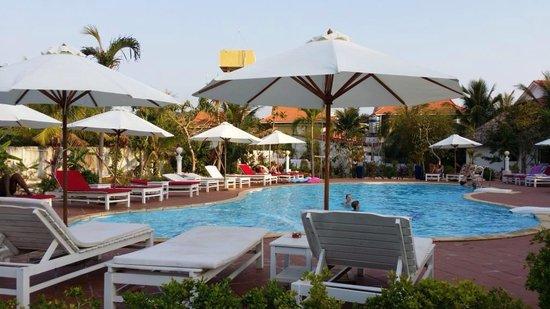 Paris Beach Phu Quoc : Huge swimming pool