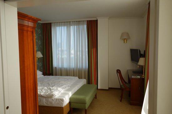 Hotel Am Parkring: кровати просторные и удобные