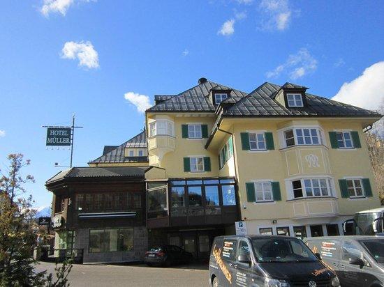 Hotel Mueller: фасад отеля