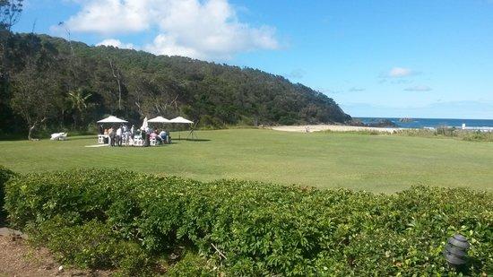 BreakFree Aanuka Beach Resort : grounds perfect for weddings
