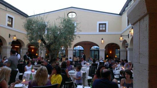Hotel Adler Thermae Spa & Relax Resort: il meraviglioso chiostro ristorante