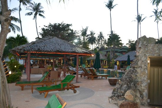 Friendship Beach Resort & Atmanjai Wellness Centre: wiew to pool