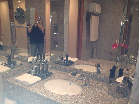 The Chelsea Harbour Hotel: Bathroom